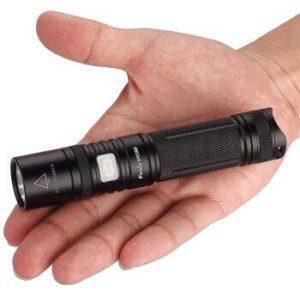 Fenix 菲尼克斯 小直筒强光远射手电筒 UC30