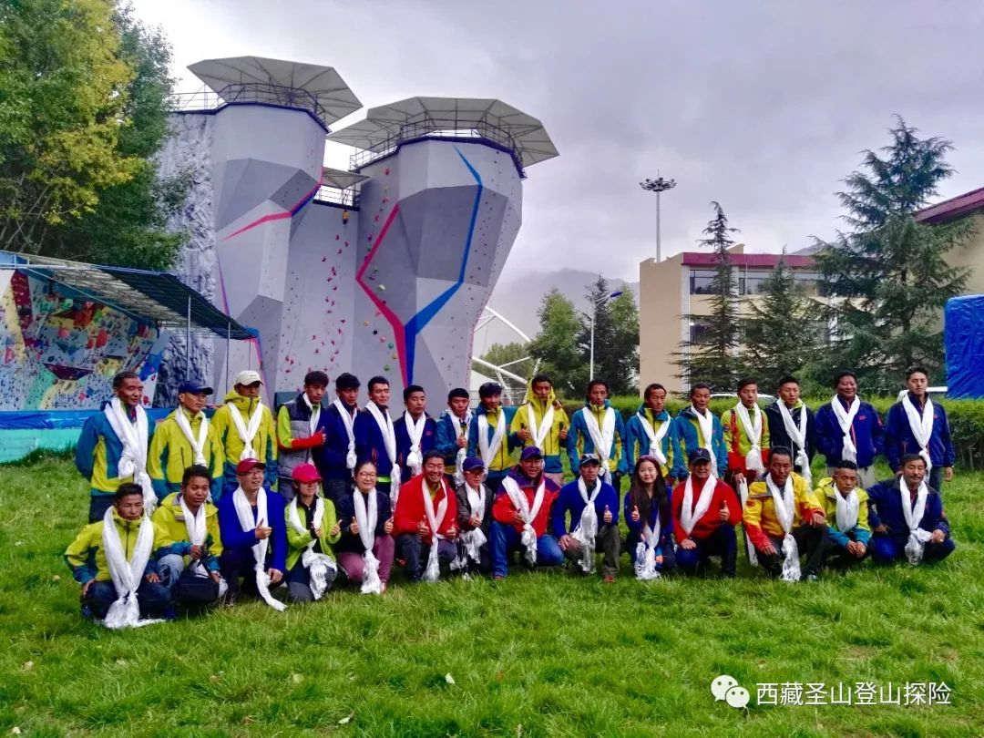 中国人阿忠、张梁、静雪、罗静完成世界十四座海拔8000米以上山峰的巅峰梦想
