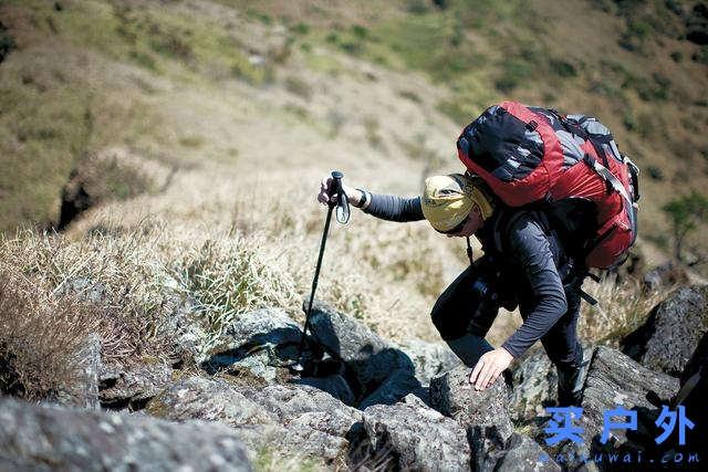 登山杖正确的使用方法,使用登山杖可以让走路更轻松