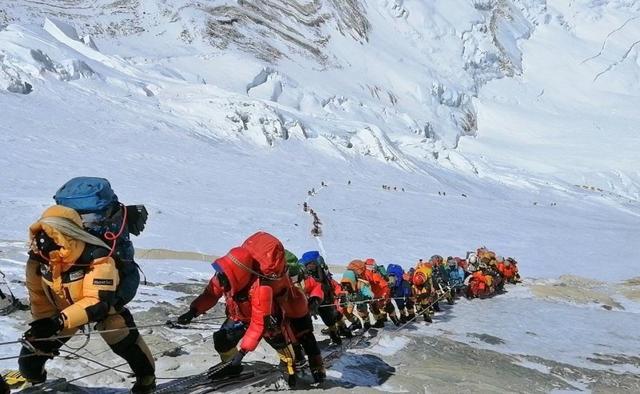 科学家警告珠峰遭污染,未来攀登珠峰会更危险